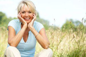 Женщина после 50 с нормальным содержанием сахара в крови