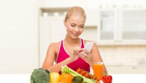Девушка придерживается диеты при повышенной мочевой кислоте в крови